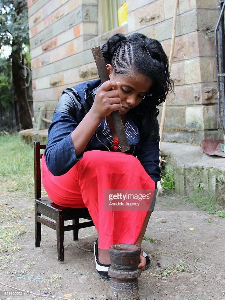 Genç Kız Ambaw 9 Yıldır Yemek Yemeden Yaşadığını İda Eden Etiyopya'Lı Kız Ülkenin Gündemine Oturdu.